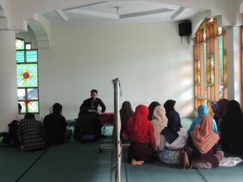 "Bertepatan dengan Hari Buruh Internasional, KAMMI ITB-STKS Bandung bekerjasama dengan Kementerian Agama BEM STKS Bandung pada tanggal 01 Mei 2014 telah mengadakan sebuah kajian insidental yang bernama ""Intellectual Youth Forum"" dengan tema utama yaitu ""Solusi Inovatif dalam Menangani Permasalahan Buruh di Indonesia"". Dokumentasi Publikasi Silahkan Klik di Sini"